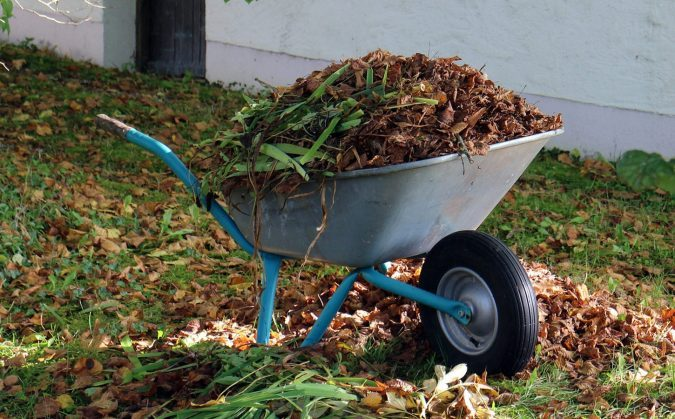 Featured image for the best wheelbarrows for gardening article.