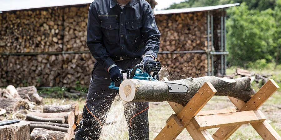 Best Chainsaws For Cutting Firewood Featured Image