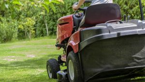 Best Riding Lawn Mower For Hills Featured Image.