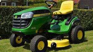 How to use a riding lawn mower featured image.