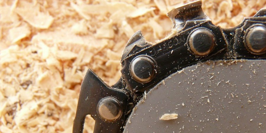 How to use a chainsaw mill featured image.